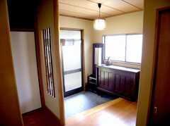 内部から見た正面玄関の様子。(2007-06-03,周辺環境,ENTRANCE,1F)