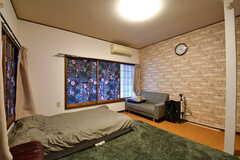 専有部の様子3。(202号室)※ご入居中のため備品は私物となります。(2019-10-09,専有部,ROOM,2F)