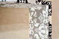 壁の質感と棚の手作り感が伝わります。(2010-09-02,共用部,OTHER,2F)