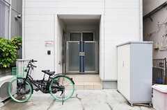 シェアハウスの門扉。(2013-09-25,周辺環境,ENTRANCE,1F)