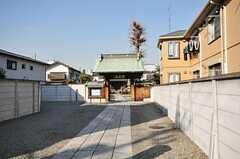 シェアハウスの周辺にはお寺があります。(2010-01-15,共用部,ENVIRONMENT,1F)