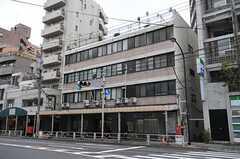 建物の外観。3階がシェアハウスです。(2012-04-11,共用部,OUTLOOK,1F)