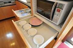 引き出しに食器類は収納します。(2011-05-19,共用部,KITCHEN,2F)