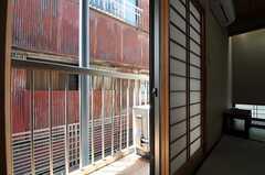 ベランダの様子。(102号室)(2011-05-19,専有部,ROOM,1F)