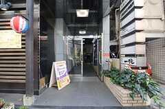 建物の正面玄関の様子。(2013-03-28,共用部,OTHER,1F)