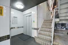 シェアハウスまではエレベーターと階段を使います。(2013-03-28,共用部,OTHER,1F)