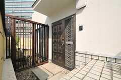 シェアハウスの正面玄関。(2013-03-28,周辺環境,ENTRANCE,7F)