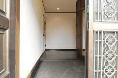 正面玄関から見た内部の様子。(2013-03-28,周辺環境,ENTRANCE,7F)