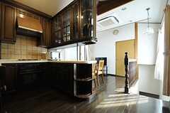 廊下から見たダイニングとキッチン全体の様子。(2013-03-28,共用部,LIVINGROOM,7F)