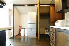 冷蔵庫の隣は共用の収納です。(2013-03-28,共用部,OTHER,7F)