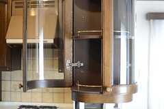 食器棚の角は個性的なつくり。(2013-03-28,共用部,KITCHEN,7F)
