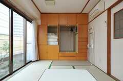 壁一面が収納です。(701号室)(2013-03-28,専有部,ROOM,7F)