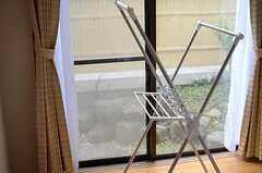 雨の日には、これで室内干しができます。(701号室)(2013-03-28,専有部,ROOM,7F)