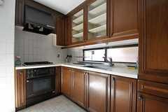 シェアハウスのキッチンの様子。L字型のリビングです。(2011-09-12,共用部,KITCHEN,1F)
