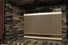 レトロなエアコンですが、こちらはまだまだ現役です。(101号室)(2011-09-12,専有部,ROOM,1F)