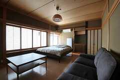 専有部の様子。和風の内装ですが、床はフローリングです。(202号室)(2011-09-12,専有部,ROOM,2F)
