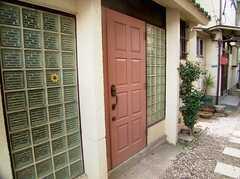 正面玄関の様子。(2005-12-03,周辺環境,ENTRANCE,1F)