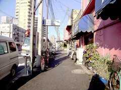 駅からシェアハウスへ向かう道の様子。(2005-12-03,共用部,ENVIRONMENT,1F)