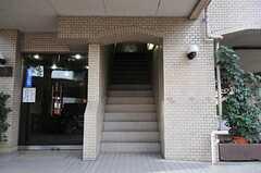 階段で2Fへ。(2011-01-27,周辺環境,ENTRANCE,1F)
