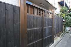 シェアハウスの門扉。(2011-10-18,周辺環境,ENTRANCE,1F)