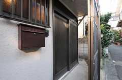 玄関ドアも引き戸です。(2011-10-18,周辺環境,ENTRANCE,1F)