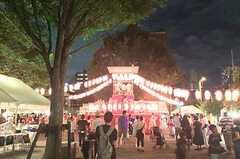 シェアハウス近くの聖蹟公園での盆踊り大会。 ※事業者様提供素材(2015-08-23,共用部,ENVIRONMENT,1F)