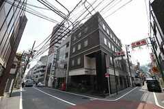 各線・新宿三丁目駅へ向かう途中にある商店街の様子。(2013-04-05,共用部,ENVIRONMENT,1F)