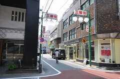 各線・新宿三丁目駅へ向かう途中にある商店街の様子2。(2013-04-05,共用部,ENVIRONMENT,1F)