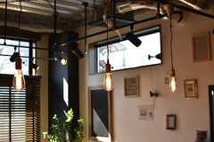ダイニングテーブルの上には照明が3つ並んでいます。(2017-02-16,共用部,LIVINGROOM,3F)