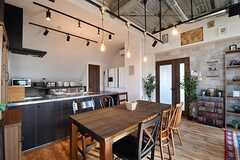 ダイニングテーブルの様子3。奥がキッチンです。(2017-02-16,共用部,LIVINGROOM,3F)