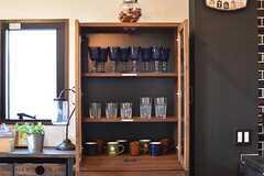 キッチン脇に共用の食器棚が設置されています。(2017-02-16,共用部,KITCHEN,3F)