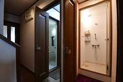 左手からバスルーム、シャワールームです。(2017-10-03,共用部,BATH,1F)