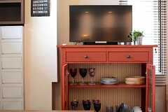 食器棚の上にはTVが置かれています。(2015-04-07,共用部,TV,3F)