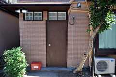 シェアハウスの正面玄関。(2011-01-17,周辺環境,ENTRANCE,1F)