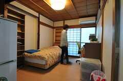 専有部の様子。※家具以外の備品は入居者さんの私物です。(101号室)(2013-10-31,専有部,ROOM,1F)