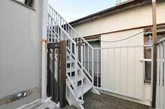 屋上につながる外階段の様子。(2013-10-31,共用部,OTHER,2F)