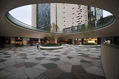東新宿駅直結の新宿イーストサイドスクエアの様子2。飲食店も多数入っています。(2013-10-31,共用部,ENVIRONMENT,1F)