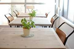 カフェテーブルは3台。(2015-08-06,共用部,LIVINGROOM,1F)