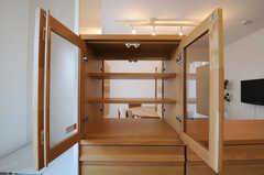 食器棚はリビング側からも取り出せるようになっています。(ピスタチオ)(2011-03-09,共用部,KITCHEN,3F)