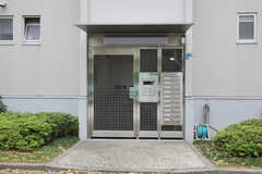 各棟のエントランスはオートロックです。(バニラ)(2011-03-09,周辺環境,ENTRANCE,1F)