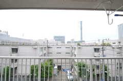 ベランダの様子。防衛庁のタワーが見えます。(E-4013号室)(バニラ)(2011-05-11,専有部,ROOM,4F)