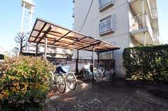 自転車置き場の様子。棟ごとに置く場所は異なります。(2010-12-15,共用部,ENVIRONMENT,1F)