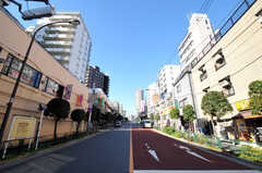 都営大江戸線・牛込柳町駅からシェアハウスへ向かう道の様子。(2010-12-15,共用部,ENVIRONMENT,1F)