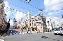 都営大江戸線・牛込柳町駅前の交差点。(2010-12-15,共用部,ENVIRONMENT,1F)
