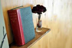 飾り棚の書籍。(nismu)(2010-10-18,共用部,LIVINGROOM,4F)