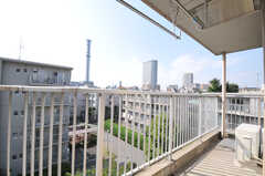 ベランダの様子。官房長の鉄塔が見えます。(4022号室)(nismu)(2010-10-18,専有部,ROOM,4F)