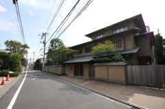 都営大江戸線・牛込柳町駅からシェアハウスへ向かう道の様子。(2010-10-18,共用部,ENVIRONMENT,1F)