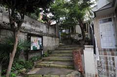 シェアハウス近くの小道の様子。(2010-10-18,共用部,ENVIRONMENT,1F)