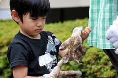 ガーデニングイベントの様子11。土いじり体験に興味津々。(2013-06-30,共用部,PARTY,1F)