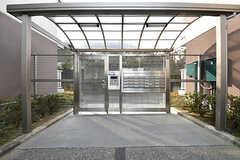 エントランスの様子。棟に入るのには解錠が必要です。(2017-03-01,周辺環境,ENTRANCE,1F)
